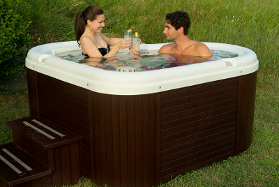 Nordic-Hot-Tub-Amore-Toasting-400x268